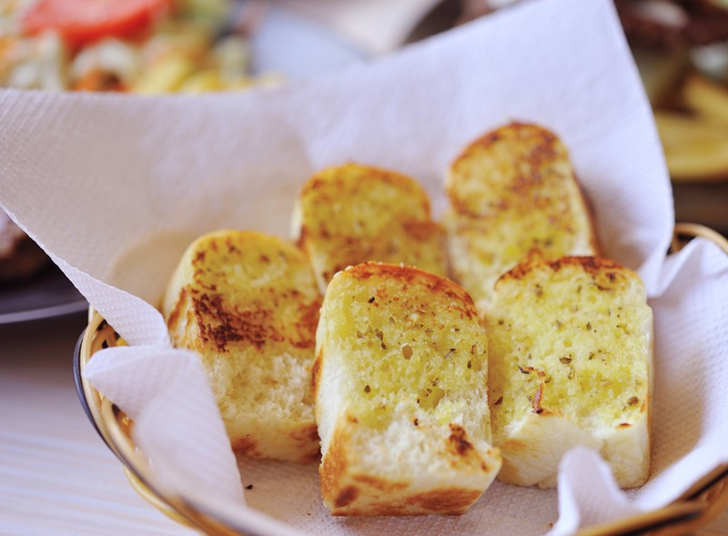 garlic_bread_shutterstock_100667875