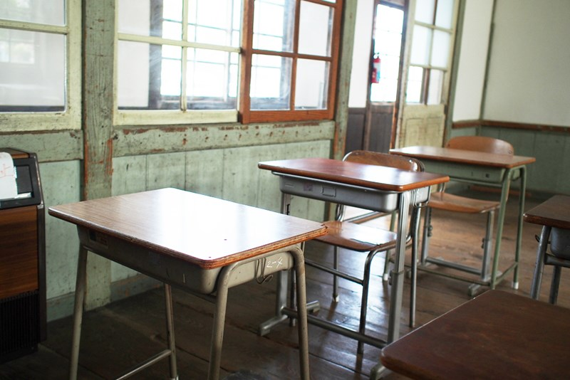old_school_classroom_shutterstock_295505420_recolored